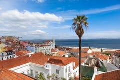 O telhado de Lisboa de Portas faz o ponto de vista do solenoide - Miradouro em Portu Imagens de Stock Royalty Free