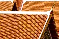 O telhado de templos tailandeses em Banguecoque Imagens de Stock Royalty Free