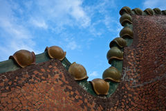 O telhado decorado. Casas Batllo. Antonio Gaudi Imagens de Stock Royalty Free
