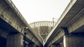O telhado do estação de caminhos-de-ferro de alta velocidade com o filtro cinemático da cena Fotos de Stock Royalty Free