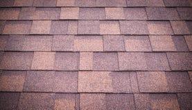 O telhado do marrom shingles o fundo e a textura vignette imagens de stock