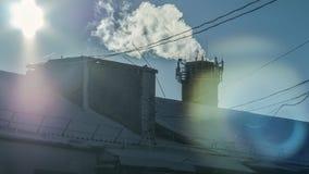 O telhado, fábrica da tubulação de fumo, amanhecer Imagens de Stock Royalty Free
