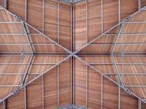 O telhado moderno de um porto do porto fez a madeira de aço Fotos de Stock Royalty Free