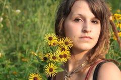 O temor trava ao ar livre Portriat com flores imagem de stock royalty free
