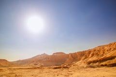O templo antigo entre o deserto Fotografia de Stock Royalty Free