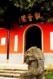 O templo antigo na montanha de Yuelu na cidade de Changsha imagem de stock royalty free