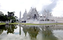 O templo branco, ou Wat Rong Khun, Chiang Rai, Tailândia imagem de stock royalty free