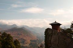 O templo da montanha na estação do outono Fotos de Stock