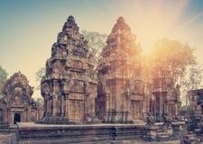 O templo de Banteay Srey arruina o século em um por do sol, Siem Reap de Xth, Camboja toning fotografia de stock