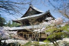 O templo de Ginkaku em Kyoto, Japão imagem de stock