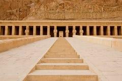 O templo de Hatshepsut perto de Luxor em Egito Imagem de Stock Royalty Free
