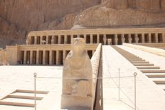 O templo de Hatshepsut perto de Luxor em Egyp fotos de stock