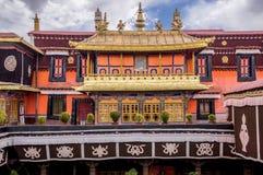 O templo de Jokhang em Lhasa, Tibet imagens de stock