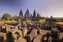 O templo de Prambanan arruina Indonésia foto de stock royalty free