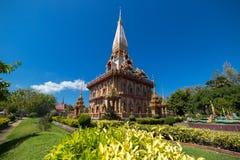 O templo de Wat Chalong Buddhist em Chalong, Phuket, Tailândia fotos de stock