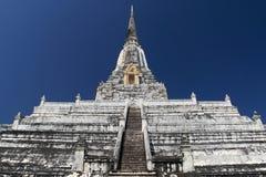 O templo do branco da tanga de Phu Khao fotografia de stock