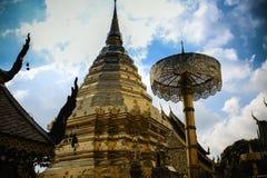 O templo dourado famoso de Chiang Mai fotografia de stock
