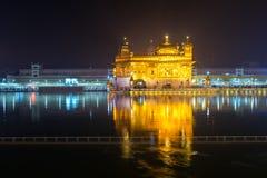 O templo dourado na noite Fotografia de Stock Royalty Free