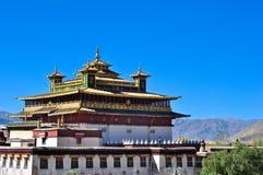 O templo dourado santamente no monastério de Samye Fotografia de Stock