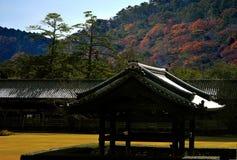 O templo e a montanha colorida Imagem de Stock