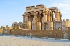O templo em Nile River imagem de stock