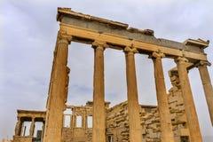 O templo Erechtheion arruina a acrópole Atenas Grécia das cariátides do patamar Fotografia de Stock