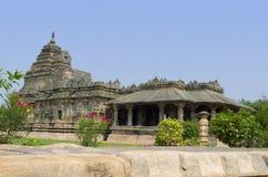 O templo Jain, igualmente conhecido como Brahma Jinalaya, Lakkundi, Karnataka, Índia imagens de stock