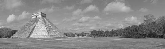 O templo maia da pirâmide kukulkan do castillo do EL chichen dentro o foto de stock royalty free
