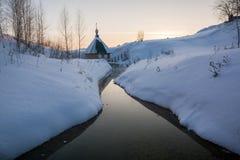 O templo no rio Fotografia de Stock Royalty Free