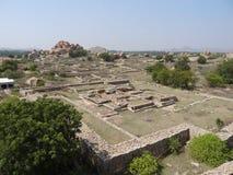 O templo permanece em torno de Hampi foto de stock royalty free