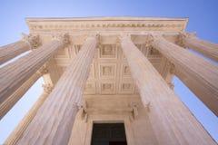 O templo romano Maison Carree em Nimes, França Fotografia de Stock Royalty Free