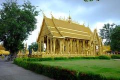 O templo tailandês dourado fotos de stock royalty free