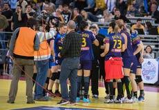 O tempo dos jogadores do handball para fora quebra Fotografia de Stock Royalty Free