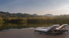 O terraço da casa do lago e a natureza bonita veem a imagem da rendição 3d Ilustração Stock