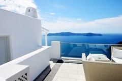 O terraço da opinião do mar no hotel de luxo Imagens de Stock Royalty Free