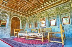 O terraço do verão da mansão persa tradicional, Shiraz, Irã Imagens de Stock Royalty Free
