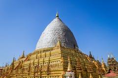 O terremoto afetado em pagodes de Shwezigon para ser renova Fotografia de Stock
