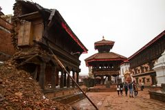 O terremoto arruinou o quadrado de Durba em Bhaktapur, Nepal Imagem de Stock Royalty Free