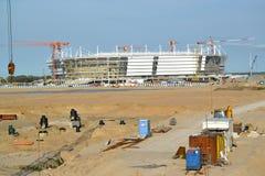 O terreno de construção do estádio para guardar jogos do campeonato do mundo de FIFA de 2018 Kaliningrad, o 10 de junho de 2017 Imagens de Stock
