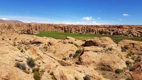 O terreno rochoso que encerra o Laguna Negra no platô boliviano, Bolívia fotografia de stock
