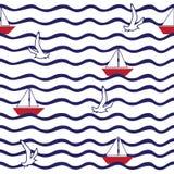 O teste padrão com onda, barco de navigação, voo gulls Imagem de Stock