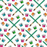 O teste padrão da cor de um grupo de pinturas e de escovas coloridas para pintar Latas da pintura escova Imagem de Stock Royalty Free