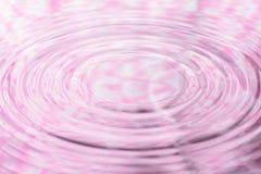 O teste padrão de flor pastel da reflexão da água e a água deixam cair Fotos de Stock