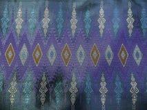 O teste padrão de seda azul tailandês tradicional colorido de matéria têxtil Handcraft o estilo do vintage da textura Imagens de Stock