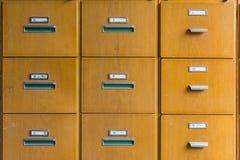 O teste padrão geométrico de madeira do armário de arquivo diretamente esquadra vazio Foto de Stock Royalty Free