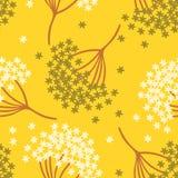 O teste padrão sem emenda bonito simples com esquece-me não flor ou flor do myosotis na luz - fundo amarelo Imagem de Stock Royalty Free