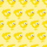 O teste padrão sem emenda com a galinha no amarelo pontilhou o fundo Imagens de Stock