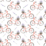 O teste padrão sem emenda da bicicleta vermelha da aquarela com a cesta da alfazema floresce Imagens de Stock Royalty Free