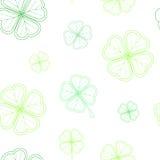 O teste padrão sem emenda do dia do ` s de St Patrick com o trevo macio verde sae no fundo branco Fotografia de Stock