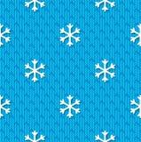 O teste padrão sem emenda do Natal com os flocos de neve no azul fez malha o fundo ilustração stock